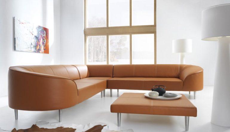 Jak dbać o sofę w salonie?